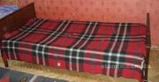 Продам б/у кровать «дерево» с матрацем  и прикроватные тумбочки