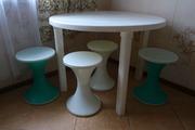 Продам стол+4 стула (пластик)
