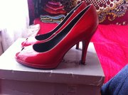 продам туфли, красные, на каблуке, с открытым носком, лаковые, удобные.....