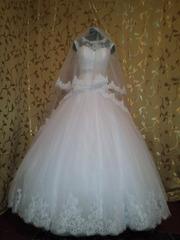 Шикарное,  очень нежное свадебное платье