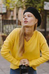 Крутой желтый свитер с v-образным вырезом Primark